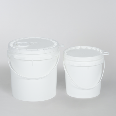 Two white buckets with lids and handles for packing of solids