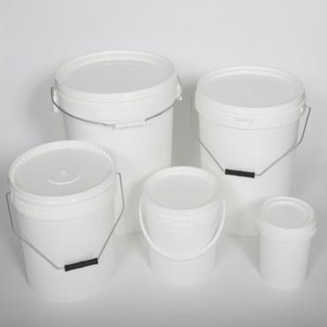 5 white plastic buckets of different sizes with lids and handles